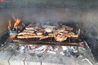 Incepe sezonul gratarelor! Este in regula sa le dam si copiilor sa manance carne facuta pe gratar? Sondaj Ziare.com