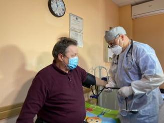 Incepe vaccinarea impotriva COVID-19 in cabinetele medicilor de familie. Ce ser se administreaza