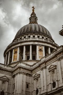 Inchisoare pe viata pentru o femeie care planuia un atentat cu bomba la Catedrala Saint Paul, din Londra