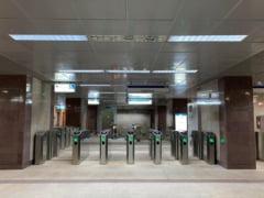Incident grav la metrou. O bucata de tabla din tavan a cazut pe linia de metrou