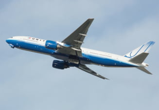 Incident la bordul unui avion: Pilotul a venit imbracat in haine de strada si a inceput sa tina discursuri politice