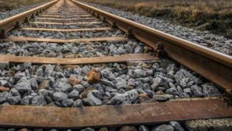 Incident pe cale ferata: Doua vagoane s-au desprins de un tren aflat in mers