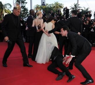 Incident pe covorul rosu, la Cannes - A ajuns sub fusta lui Betty cea urata (Video)