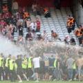 Incidente grave în Franța! Un meci din prima ligă a fost întrerupt după ce suporterii s-au bătut între ei VIDEO
