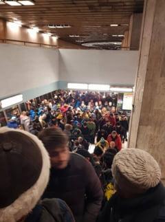 Incidente in Pasajul de la Universitate: Jandarmii au blocat sute de protestatari si nu i-au lasat sa ajunga la miting