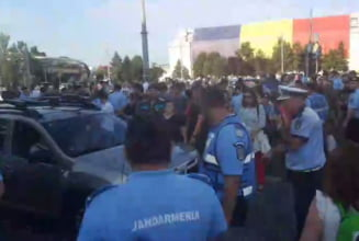 Incidente in Piata Victoriei: Protestatarii au blocat o trecere de pietoni