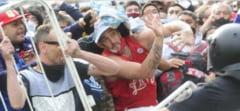 Incidente la funeraliile lui Maradona. Politia, confruntare cu suporterii din Argentina