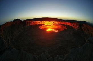 Incredibile lacuri de lava de pe Terra (Video&Galerie foto)