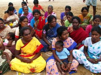 India: Femeile nemaritate nu au voie sa foloseasca telefoane mobile