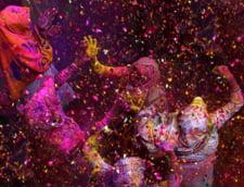 India rupe o traditie veche de secole? Vaduvele, de la statut de animal, la sarbatoare si culori (Galerie foto)