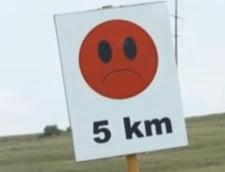 Indicatoare rutiere inscriptionate cu emoticoane Messenger