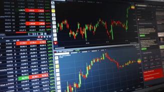 Indicii bursieri de pe Wall Street au inchis vineri la noi niveluri record