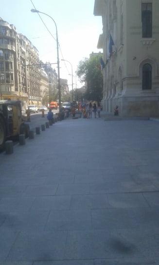 Indignare dupa ce Primaria Capitalei a taiat din trotuarul din fata institutiei: Vor sa parcheze oficialii fix la scara?! - UPDATE DA
