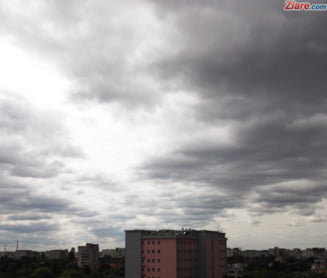 Informare meteo: Ploi torentiale, descarcari electrice si vant puternic, pana duminica seara