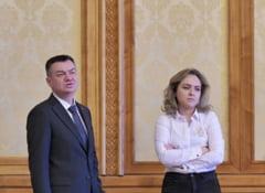 Injuraturi si manele la comisiile de cultura din Parlament. Ministrul a primit aviz negativ si acuza blat USR-PSD