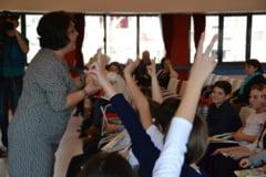 Inovatie in scolile din Bucuresti: A fost lansat programul Sa invatam sa iubim animalele