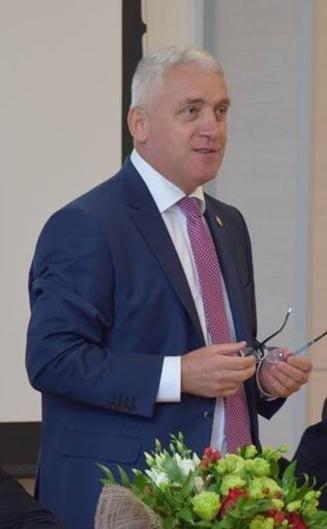Inregistrari cu Adrian Tutuianu: PSD, partid de maimute. Iohannis il bate pe Dragnea de-l zvantura
