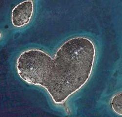Insula indragostitilor, descoperita cu ajutorul Google Earth