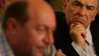 Intelectualii lui Basescu in razboi cu ei insisi (Opinii)