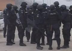 Interlopi retinuti pentru violenta si santaj (Video)