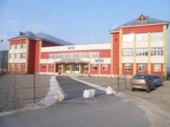 Internat de cinci stele la Targu Lapus... pentru doar patru elevi din 100 de locuri