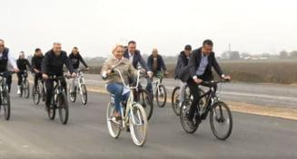 Internautii o ironizeaza pe Dancila, dupa ce s-a plimbat cu bicicleta (Foto)