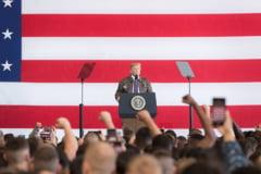 Internetul se distreaza pe seama lui Trump: A ajuns, in sfarsit, in Vietnam, dupa ce s-a dat bolnav ca sa nu mearga la razboi