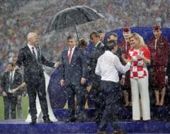 Internetul se prapadeste de ras pe seama lui Putin, dupa momentul cu umbrela de la finala CM 2018