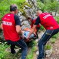 Intervenție dificilă a salvamontiștilor pe Cheile Zănoagei pentru salvarea unei tinere accidentată grav VIDEO