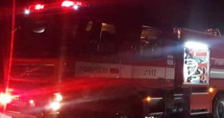 Interventie a pompierilor la o locuinta inundata, pe strada Mihai Viteazul