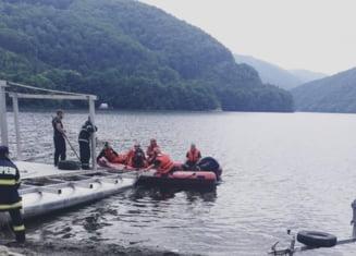 Interventie complexa a ISU si salvamontistilor dupa ce o tanara a cazut in Lacul Tarnita
