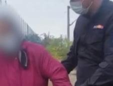 Interventie contracronometru: Femeie care voia sa se sinucida pe calea ferata, salvata cand trenul venea cu viteza VIDEO