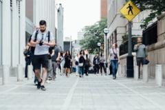 Intr-un oras din Japonia, folosirea telefoanelor mobile in timpul mersului este considerata un pericol pentru cetateni
