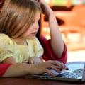 Intra in vigoare legea care acorda parintilor zile libere cand scolile sunt inchise. Care e suma maxima platita pe zi