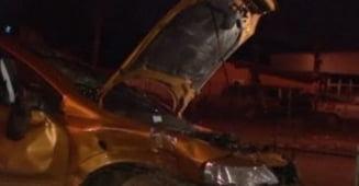 Intrecere ilegala de masini terminata cu un accident, in Bucuresti