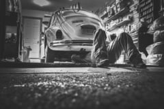 Intretinerea masinii. Achizitiile de piese auto online versus magazinele de profil