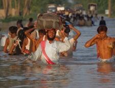 Inundatii devastatoare in Asia - un milion de oameni afectati, sute de morti (Video)