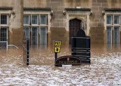 Inundatii fara precedent in Marea Britanie: Premierul Cameron merge in zonele afectate