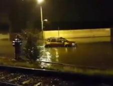 Inundatii in Brasov. Apa a ajuns pana la geamurile masinilor (Video) UPDATE: Gaseste-ti numarul de inmatriculare!