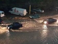 Inundatii in Constanta: Copaci doborati de vijelie, acoperisuri luate de vant, masini blocate in trafic (Video)
