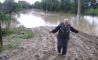 Inundatii in Galati: A treia noapte alba pentru sinistrati, alte sute de gospodarii inundate