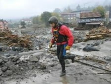 Inundatii in Italia: Un roman a fost salvat cu elicopterul, alti doi au fost prinsi la furat