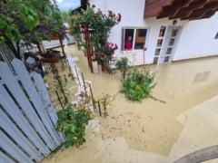 Inundatii in Prahova. Cota de atentie a fost depasita cu 24 de centrimetri pe raul Telejen