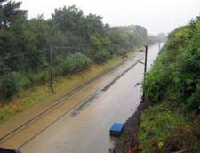 Inundatii in Timis: Cale ferata blocata de ape, drumuri inundate si 100 de case evacuate
