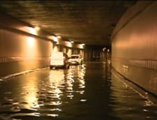 Inundatii in centrul Capitalei - circulatia auto, deviata