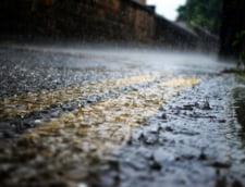Inundatii pe strazile din Constanta si Mangalia / Peste 40 de sesizari au ajuns la Regia de Apa