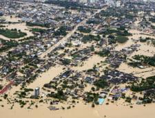 Inundatii record in Malaezia: Zeci de turisti, inclusiv romani, blocati de ape intr-o statiune