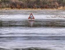 Inundatiile au creat probleme in 38 de localitati din 14 judete. Sunt afectate peste 10 drumuri