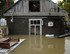 Inundatiile au devastat Valcea - peste 400 de evacuati si 92 de case distruse