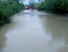 Inundatiile au facut ravagii in mai multe judete din tara: Este in continuare cod rosu (Foto)